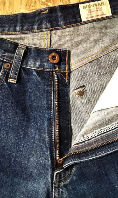 BIG JOHN Lot1002 Shrink to Fit Selvedge Jeans Donut-shaped top button and V stitch.