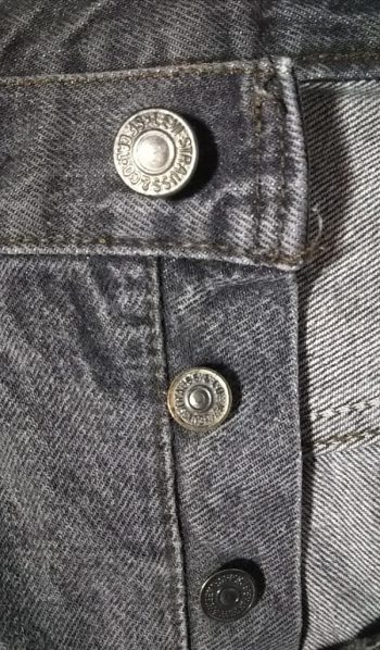 1980s-90s Levi's 501 Made in USA W32 Button fly